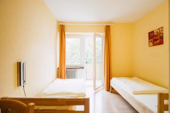 Augsburg : Augsburg hostel in Germany breakfast