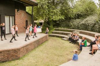 Maldegem - Die Loyale : Kids performing at Amphiteatre in Maldegem - Die Loyale Hostel, Belgium