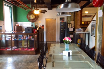 HI Little Rock Firehouse Hostel & Museum : Reception and Dining Area