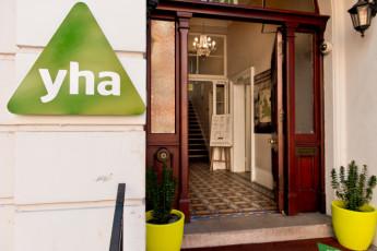 YHA London Earl's Court : Cafe in London Earls Court Hostel, England