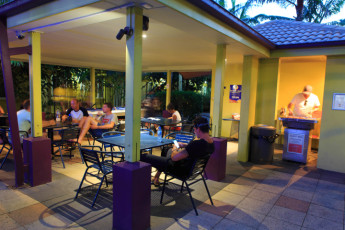 Cairns - Cairns Central YHA : Outdoor area
