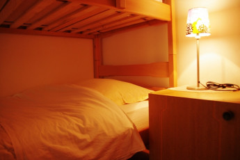 Youth Hostel Ljubno ob Savinji : 092535, Youth Hostel Ljubno Ob Savinji, bunk and light image