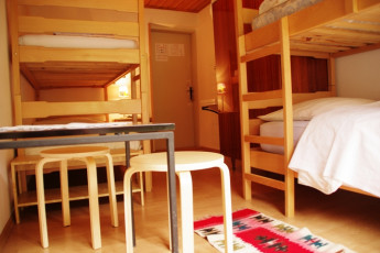 Youth Hostel Ljubno ob Savinji : 092535, Youth Hostel Ljubno Ob Savinji, bunk and table image