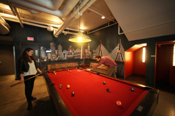 HI - Boston : Pool Table