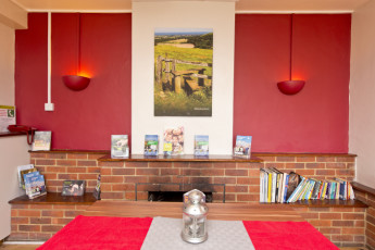YHA Truleigh Hill : 018241 - Truleigh Hill hostel, lounge image