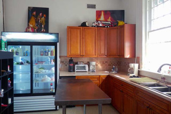 HI Little Rock Firehouse Hostel & Museum : Kitchen