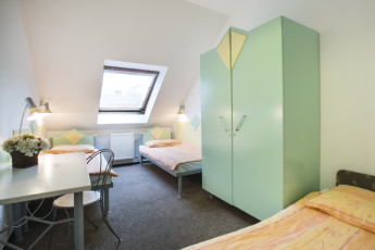 Budapest - Marco Polo Top Hostel : Triple Room