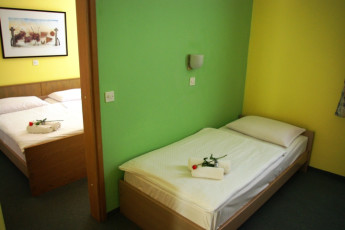 Youth Hostel UNI : Quarto Twin em Maribor - Uni-Hotel Hostel, a Eslovénia