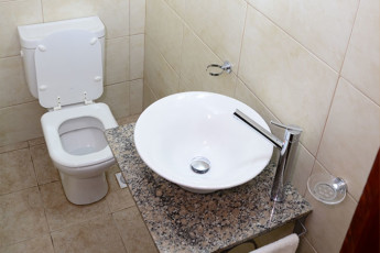Hi Patagonia Hostel : HI Patagonia hostel, hostel bathroom