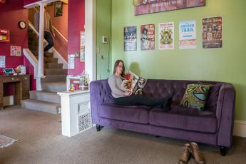 HI - Portland Hawthorne Hostel : actuación de música en jardín en HI Portland Hawthorne District