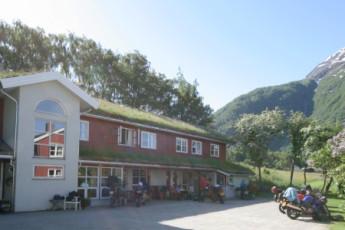 Åndalsnes : Vue extérieure du Andalsnes Hostel, Norvège