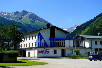 Bad Gastein : Garden of the hostel in Austria Bad Gastein