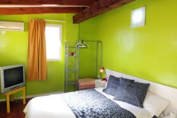 Valencia – Purple Nest Hostel : purple nest bedroom