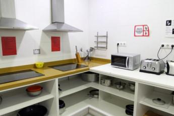 Valencia – Purple Nest Hostel : purple nest kitchen