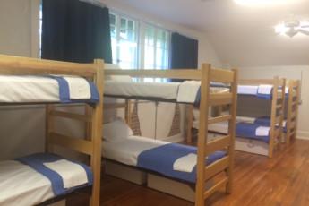 HI Little Rock Firehouse Hostel & Museum : Bunks in Men's Dorm