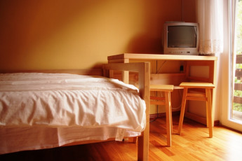 Youth Hostel Ljubno ob Savinji : 092535, Youth Hostel Ljubno Ob Savinji, bed and desk image image