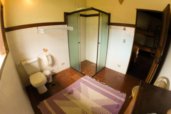 Ilha Bela - Hostel Central Ilhabela : Banheiro suíte família