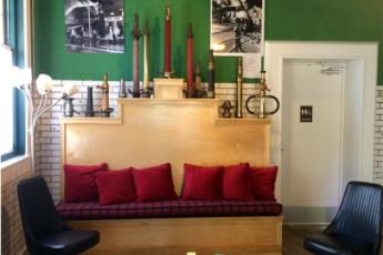 HI Little Rock Firehouse Hostel & Museum : Lobby Sitting Area