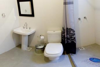 Rio De Janeiro - Cabanacopa Hostel : Bathroom