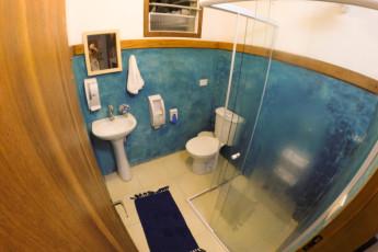 Ilha Bela - Hostel Central Ilhabela : Banheiro suite família