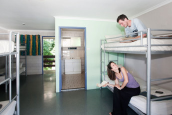 Airlie Beach YHA : 6 Share Dorm Room