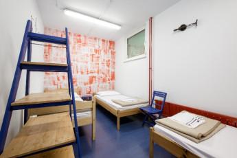 Youth Hostel Ljubljana : 092515, Ljubljana hostel, white dorm image
