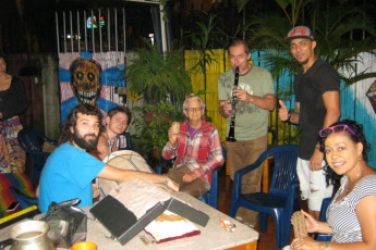Cali - Sunflower Hostel : Colombia y su folclor