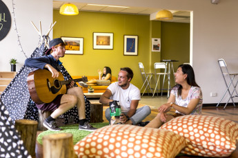 Adelaide Central YHA : Plenty of space to chill out