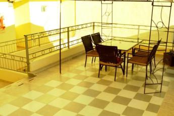 Hi Patagonia Suites : HI Patagonia Suites, hostel terrace