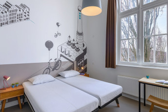 Stayokay Amsterdam Zeeburg : comfort 2 bed/s private with private bathroom