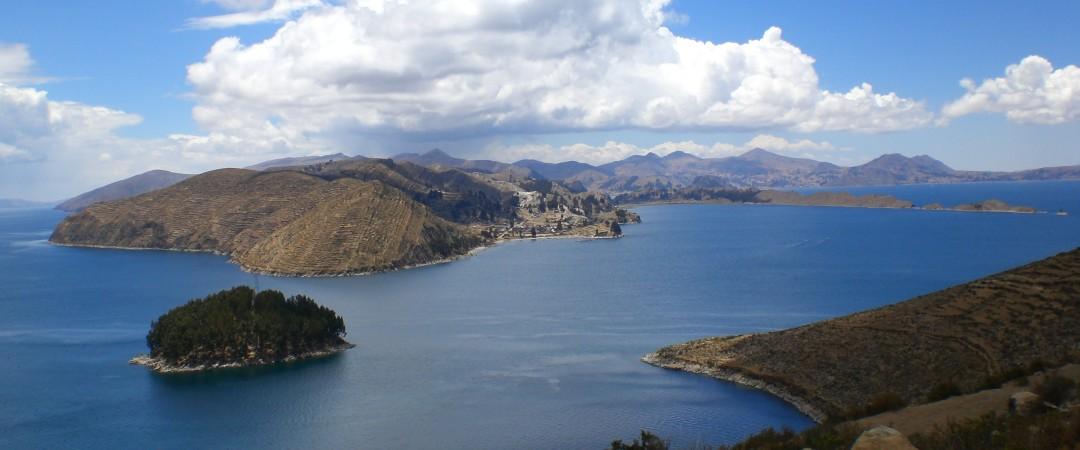La ubicación del hostal de Copacabana en la Isla del Sol ofrece lugares impresionantes alrededores en el Lago Titicaca y la antigua Inca ruinas que cubren la isla