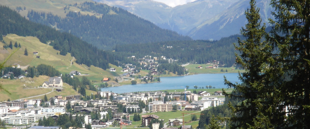 Immerse yourself in the beautiful landscape of Lake Davos where you can enjoy a number of exciting water activities.