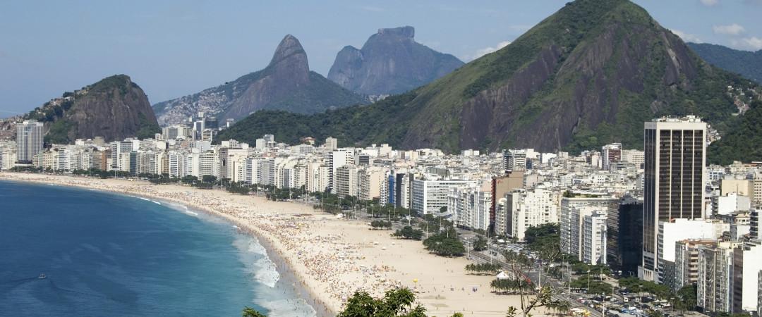 la famosa playa de Copacabana - donde, como dice Barry Manilow, música y pasión son siempre la moda.