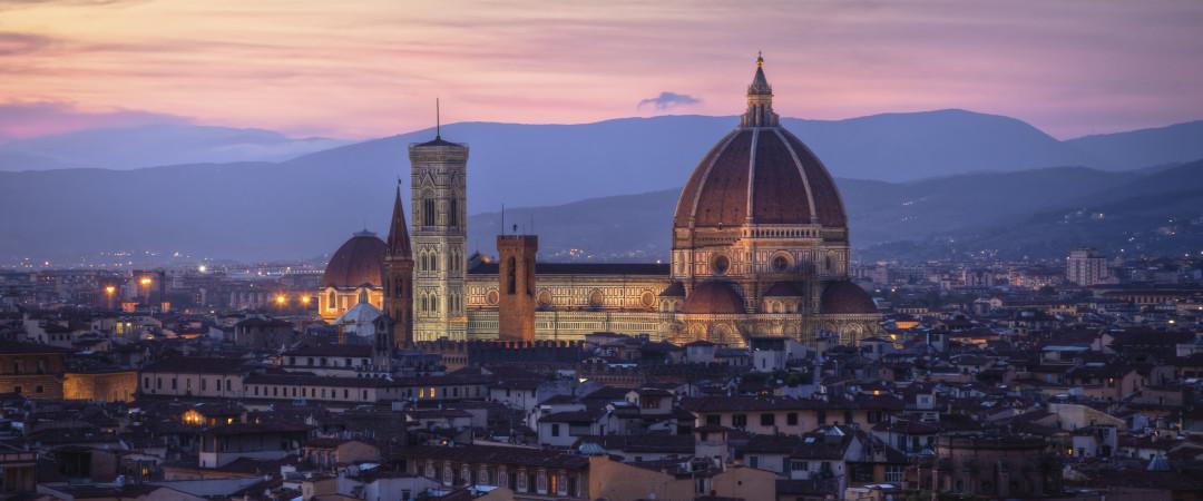 Il magnifico Duomo di Firenze domina l'orizzonte di questa bella città. Ammira l'architettura d'interno e gli esterni  con una passeggiata.