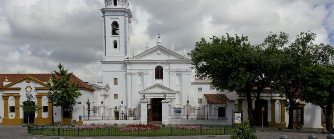 Stay in the lovely area of Recoleta, close to the city centre of BA and home to the picturesque Recoleta Church.