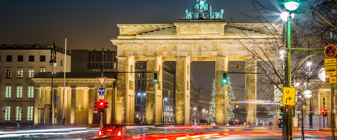 Enter the Brandenburg Gate, a symbol of peace and reunified Berlin, and discover all the hidden treasures of Germany's capital.