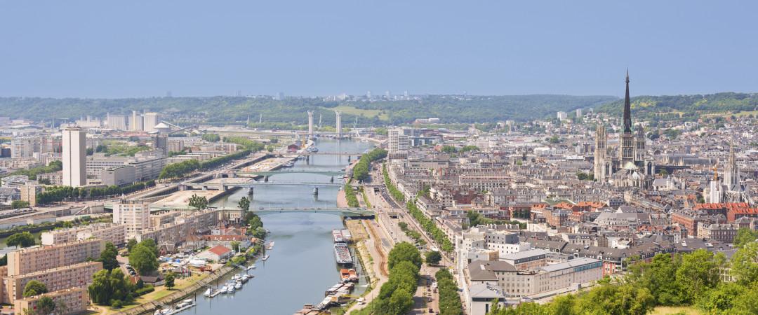 el encanto de Normandía francesa está en todas partes. Nuestro hostal está a una corta distancia a pie de la imponente Mont St Michel, un lugar genial para ver la vida pasar.