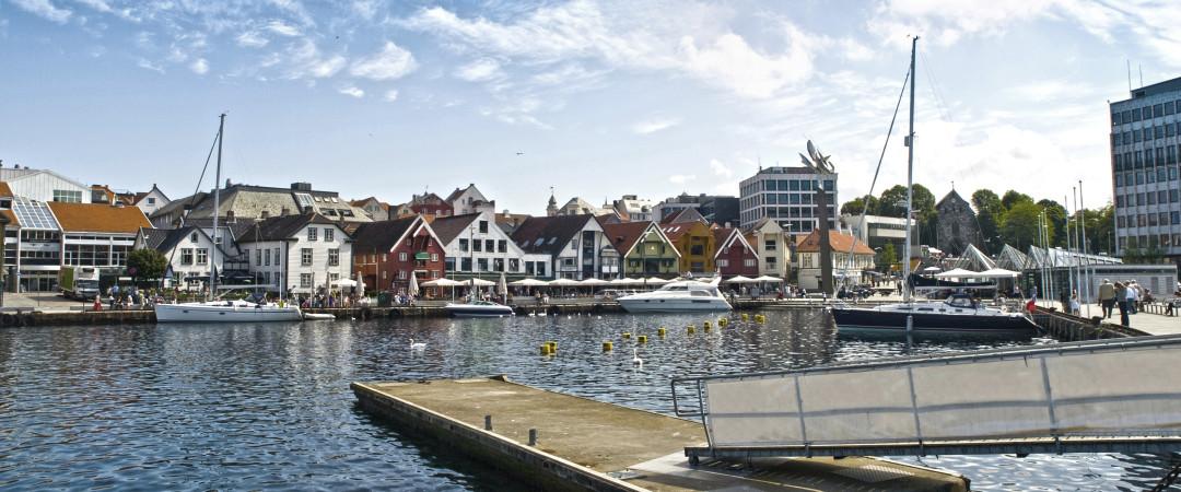Stavanger har mange hyggelige kafeer. Man kan også besøke byens historieks kvarter, Gamle Stavanger, som ligger i gangavstand fra vandrerhjemmet.