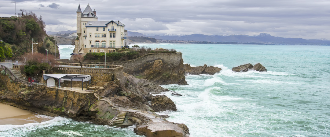 Biarritz is the Basque Country's hotspot for spotting celebs and hanging out on the beach - warm waves, soft sand and yummy pintxos!