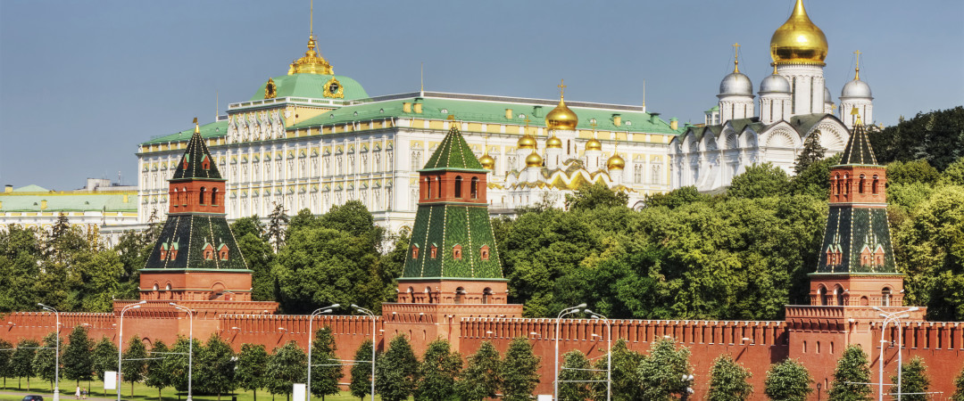 For a truly magical moment, take an evening stroll along the historic fortress Kremlin.
