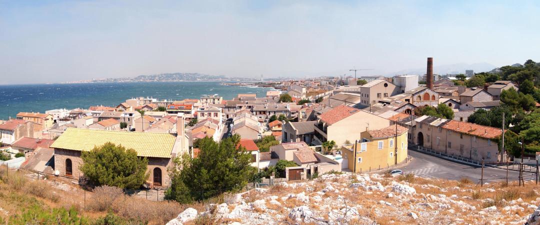 Marsella Francia mayor ciudad mediterránea, abarcando la bulliciosa vida urbana con el precioso sur de Francia sol.