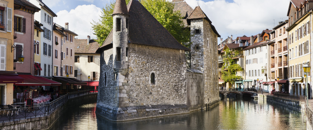 Annecy is a beautiful town described as the little Venice of the Alps. You can enjoy the picturesque scenery all year round.