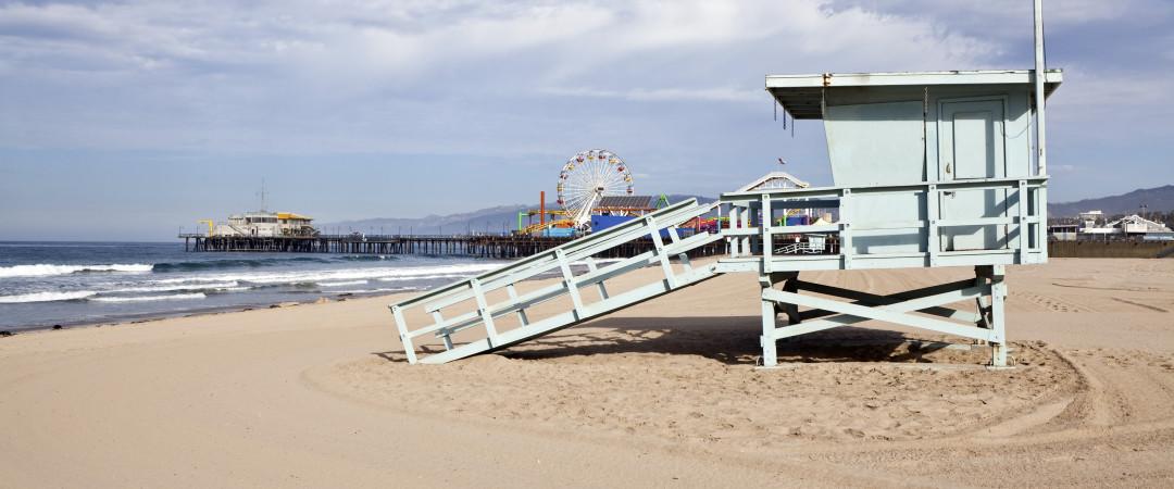 Navnet på hostellet sier det meste - gå deg en tur på verdensberømte Santa Monica Beach og nyt synet av havet.