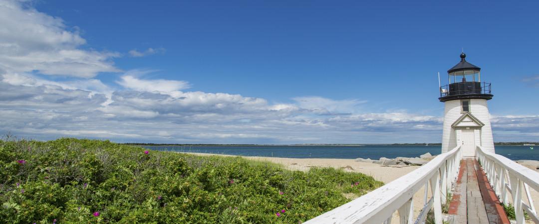 Con Surfside Beach a pocos minutos, disfrutar de las vistas del Océano Atlántico y termine su día con una increíble cena de marisco.