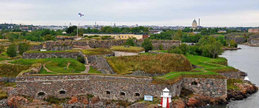 Enjoy a ferry ride to the Suomenlinna Sea Fortress and explore many attractions such as museums, cafés and restaurants.