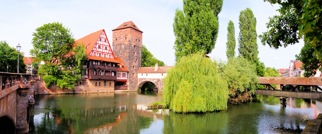 Experience a night in the imposing castle and discover the rich past of the beautiful medieval city of Nürnberg.