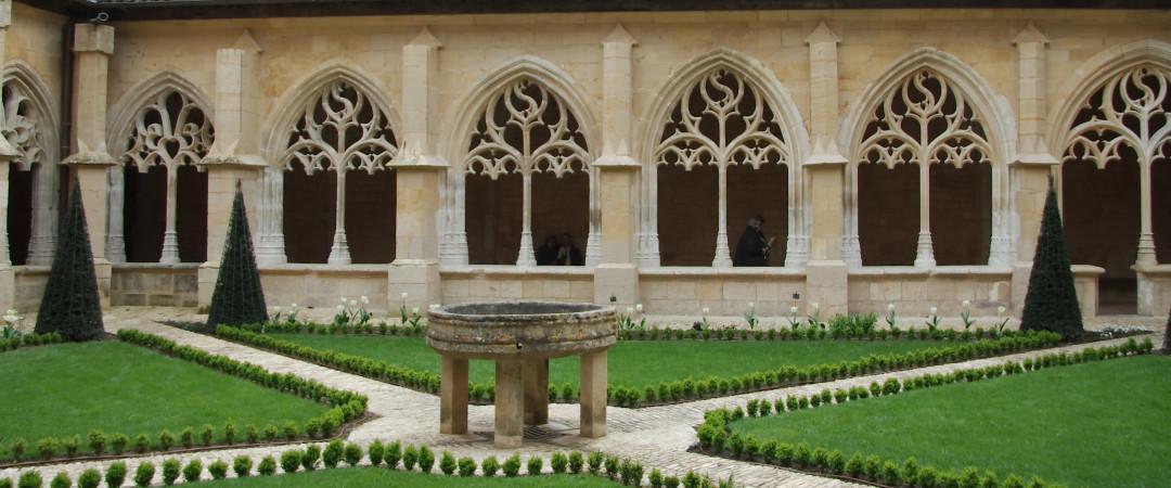 Pasar la noche en un Patrimonio de la Humanidad por la UNESCO. Sí, es cierto, descansar en el entorno único de la abadía cisterciense de CADOUIN.