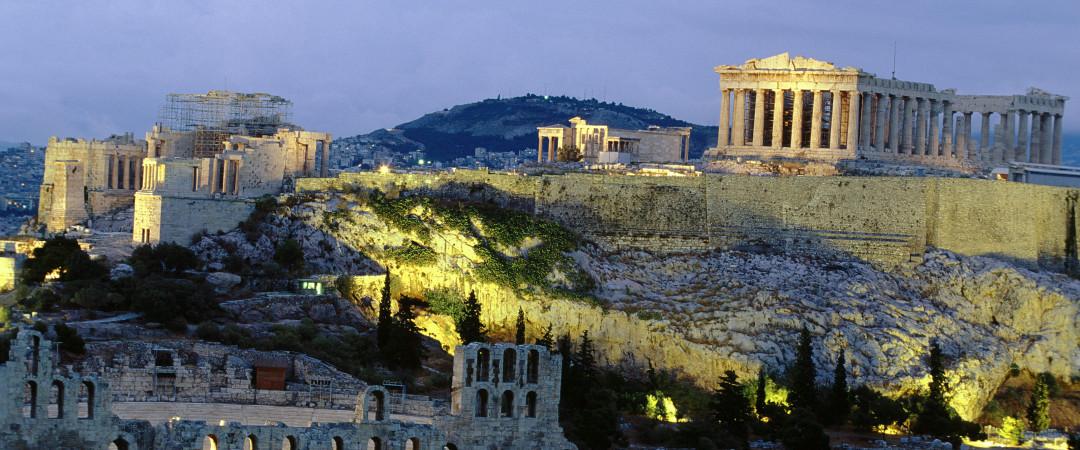 sumergirse en la cultura griega con comida deliciosa y vida nocturna fantástica. Los Antiguos monumentos como la colina de la Acrópolis es una visita obligada.