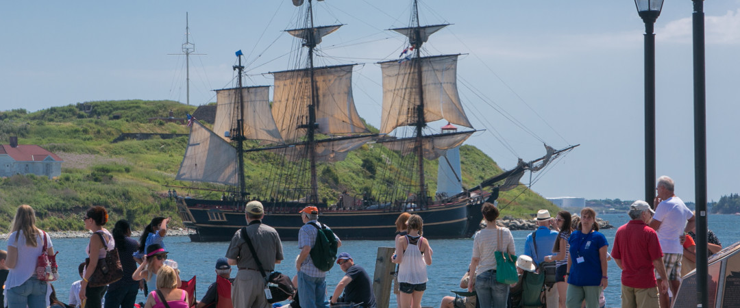En el Halifax paseo marítimo puede liberar el marinero dentro, visitando los muchos barcos procedentes de las diferentes épocas.