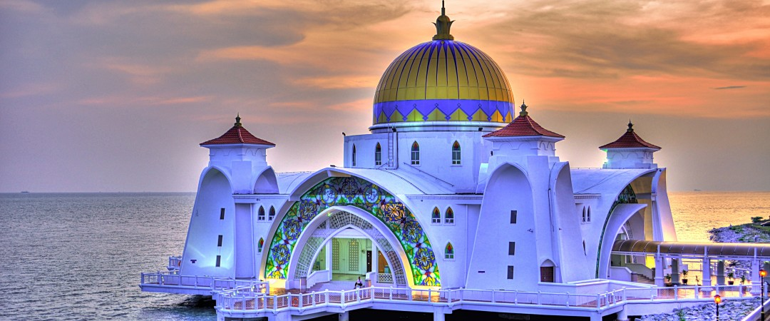 Cross the bridge to the man-made Malacca Island and see the impressive Malacca Straits Mosque sitting regally above the ocean.